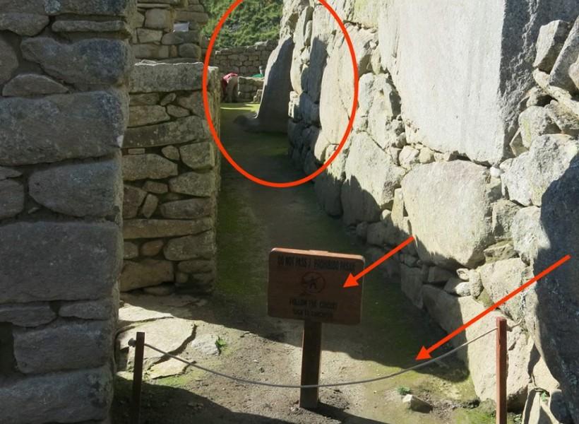 Porte secrète : accès interdit !